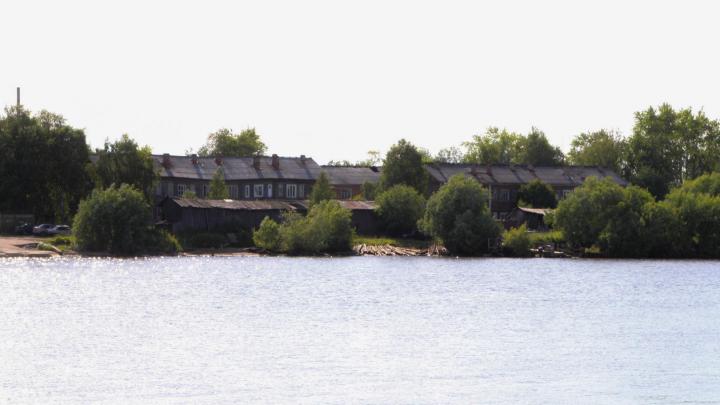 Через протоку — пешком: остров Бревенник на две недели останется без понтонного моста