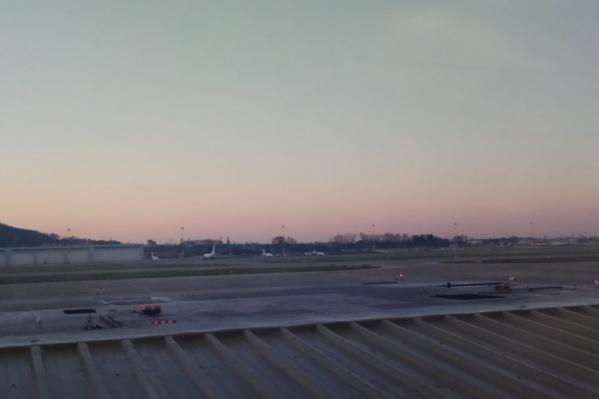 Туман рассеялся только через 10 часов. На фото — часть аэропорта Адлера