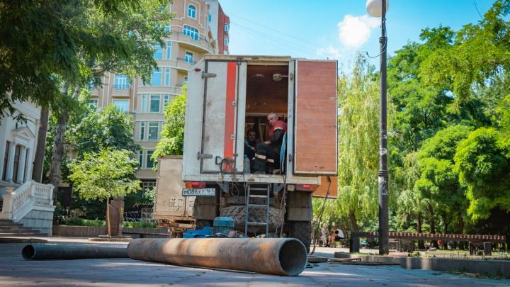 Новый ростовский «фонтан»: на Северном прорвало канализацию