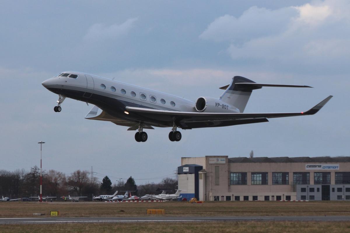 Чаще всего бизнес-джет Рашникова летает из Магнитогорска в Москву, а также в Швейцарию, Австрию, Францию и Великобританию