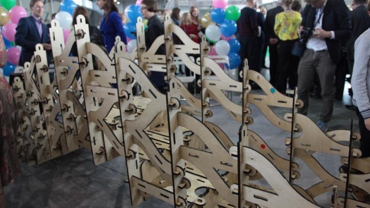 Музею истории Екатеринбурга подарили 5-метровый мост-конструктор