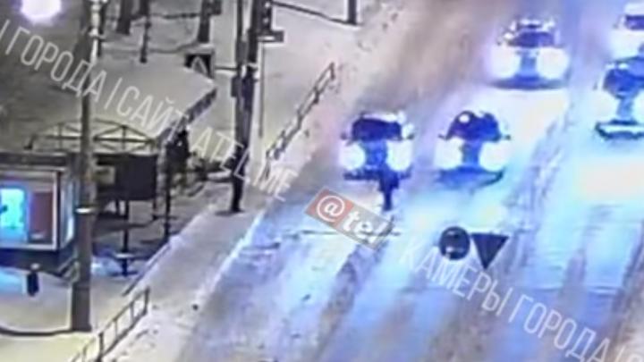 «Как будто специально сбил»: в Ярославской области автомобиль наехал на женщину