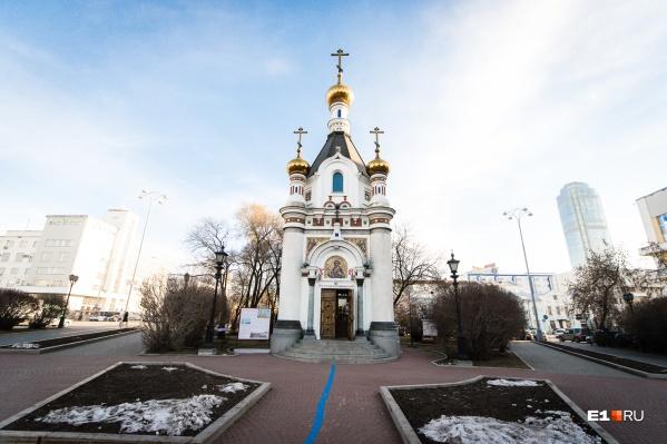 Часовенка на площади Труда была построена в 1991 году