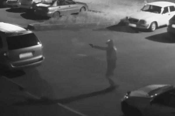Мужчина попал на камеры
