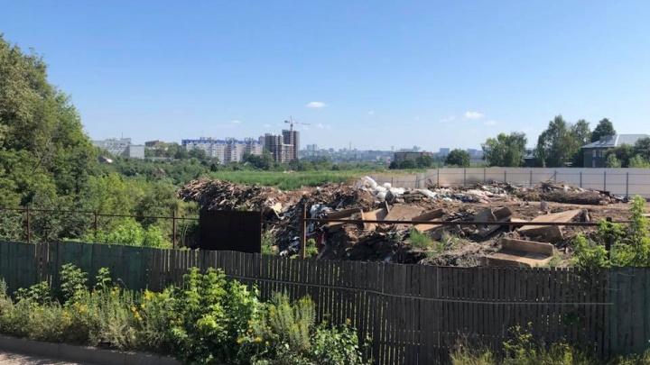 «Самая крутая свалка области». В сады «Родник» в центре Нижнего Новгорода продолжают свозить мусор