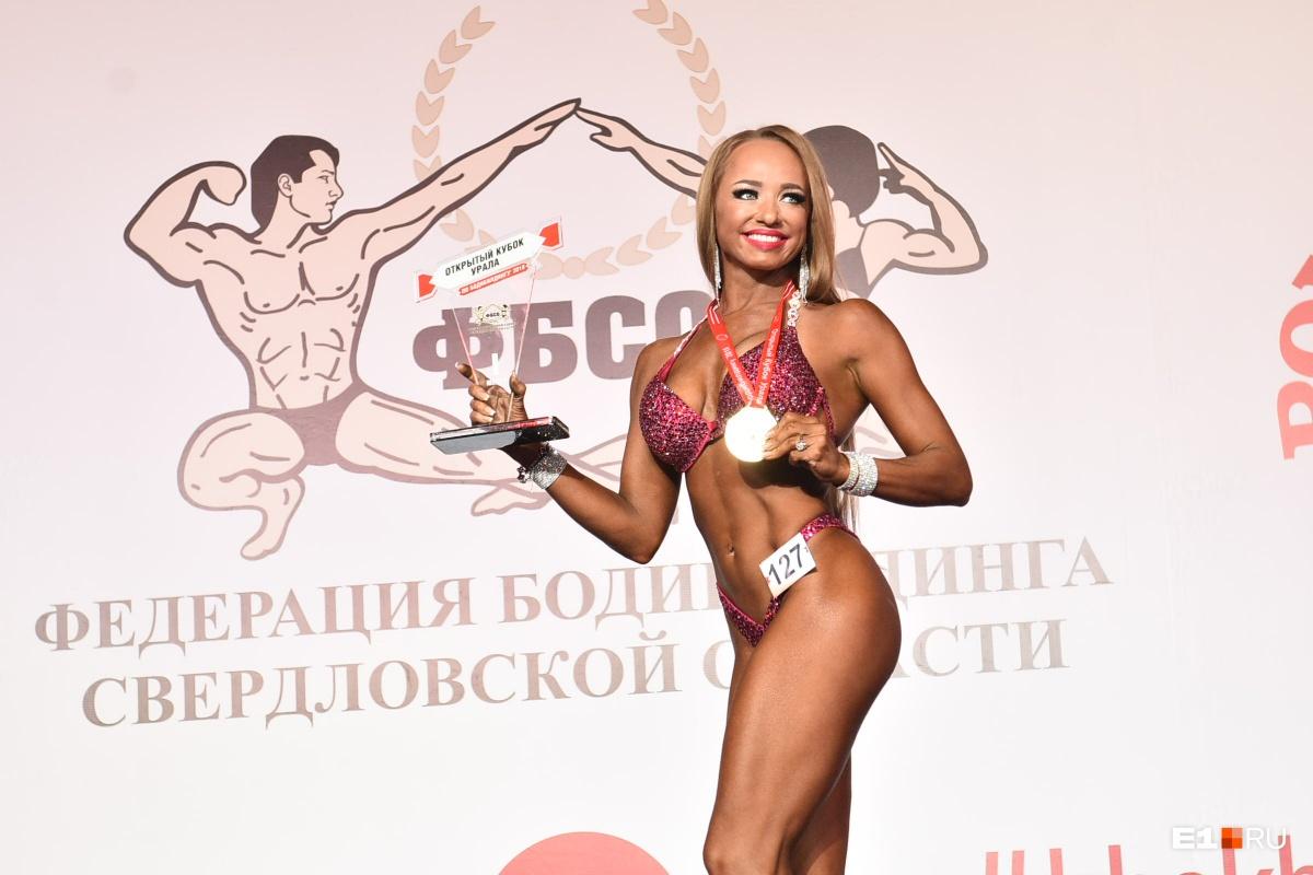 Победительница категории мастера бикини Екатерина Леонтьева