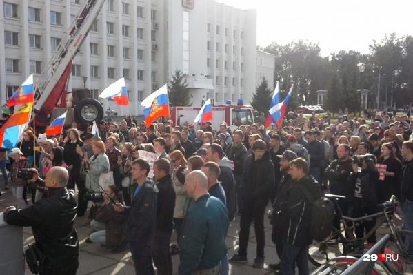 Протест у здания администрации
