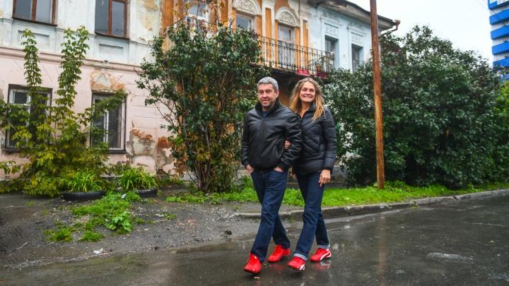 «Я живу в памятнике»: история семьи, которая купила квартиру в старинном особняке на Чернышевского