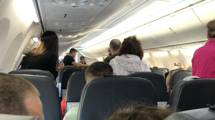 Самолет, летевший из Екатеринбурга в Сочи, экстренно сел в Волгограде