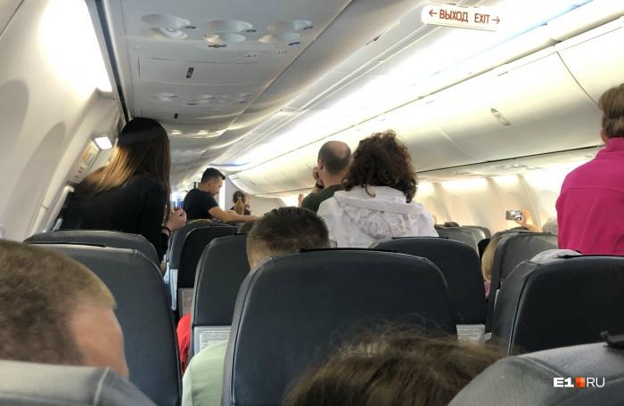 Одному из пассажиров на борту стало плохо