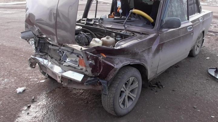 На башкирской трассе столкнулись две вазовские легковушки