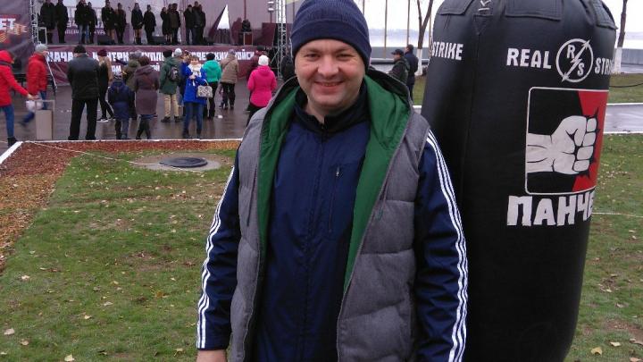 «Они же глумятся»: в Волгограде уехавшего на первенство Европы тренера по боксу назвали прогульщиком