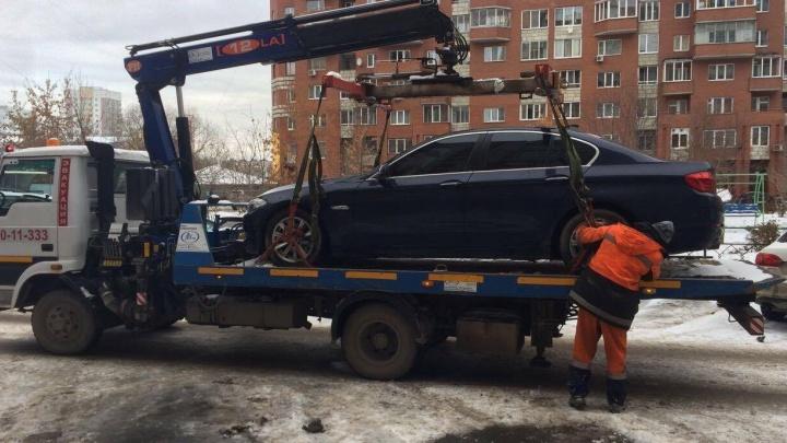 В Екатеринбурге у консула Сейшельских островов арестовали за долги автомобиль с дипломатическими номерами