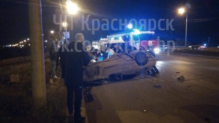 Перевернувшегося пьяного лихача на 9 Мая из машины доставали спасатели