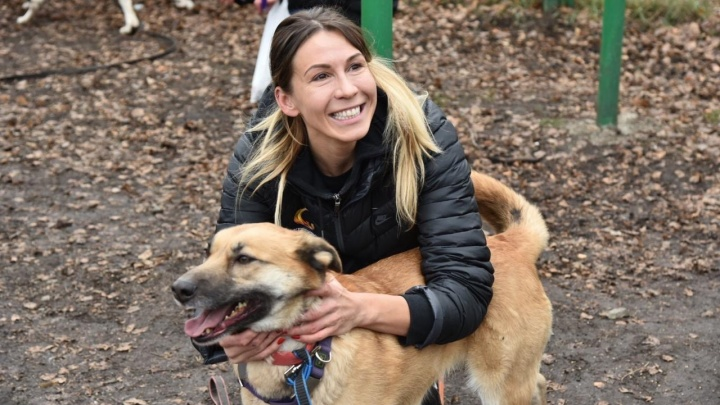 «Такие акции должны быть постоянными»: баскетболистки УГМК вышли на прогулку с бездомными собаками