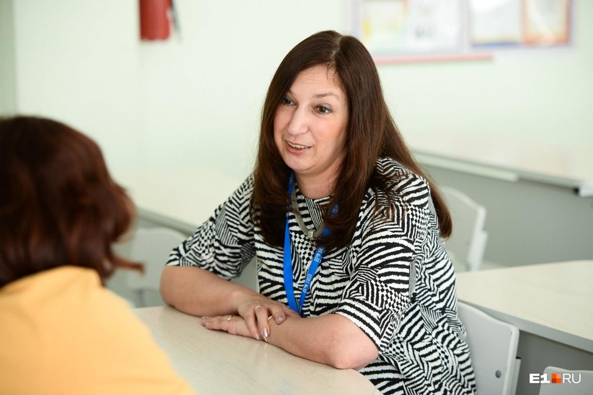 Директор гимназии утверждает, что такие программы обмена резко повышают мотивацию школьников учить язык