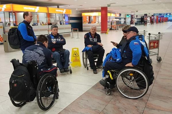 Спортсмены застряли в аэропорту, возвращаясь с соревнований по кёрлингу, где заняли второе место