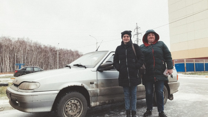 Незнакомец отдал омичке машину, чтобы она возила дочку с эпилепсией в школу