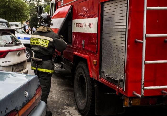 Чтобы пройти в дом, пожарным пришлось вызывать полицию