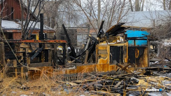 При пожаре в частном доме погибла 4-летняя девочка. Отец успел вывести только одного ребенка
