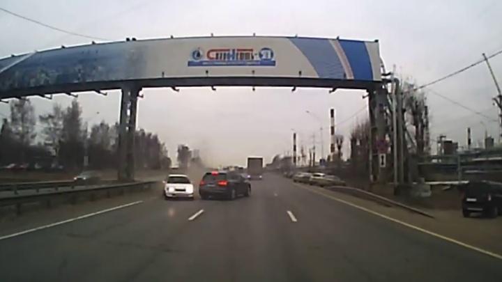 Ярославские гаишники, посмотрев видео аварии на М-8, обвинили в нём другого участника