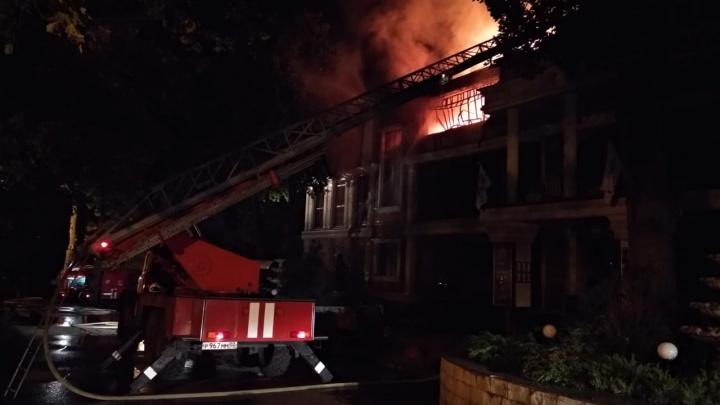 Крупный пожар в Уфе: горит ресторанный комплекс «Даско Гарден»