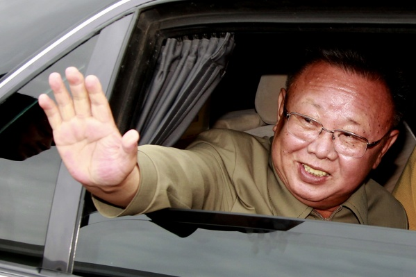 Ким Чен Ир посетил новосибирское метро во время визита в Сибирь в 2001 году — он ехал из Северной Кореи по России на бронепоезде