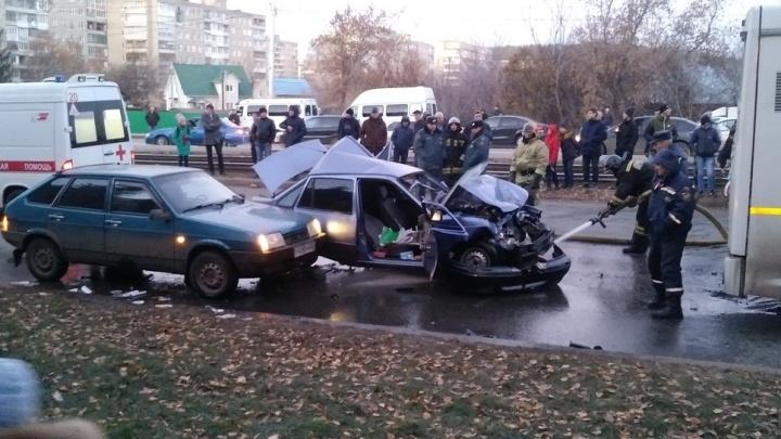 Три машины и автобус: водительDaewoo Nexia спровоцировал массовое ДТП в Уфе