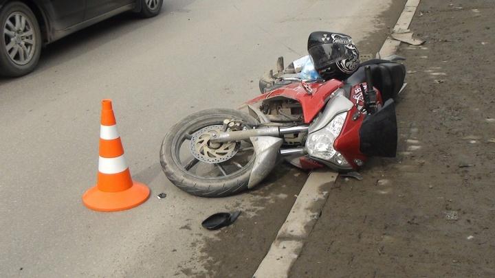 На улице Восточная девушка за рулём Toyota сбила мотоциклиста