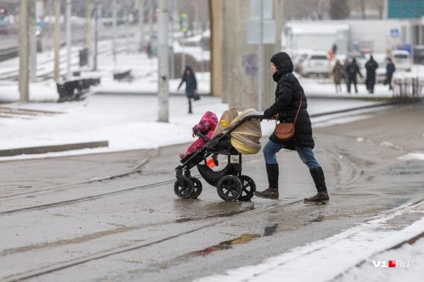 Если учесть, что зарплата в Волгограде в редких случаях дотягивает до 30, большинство семей не могут позволить себе лишнего