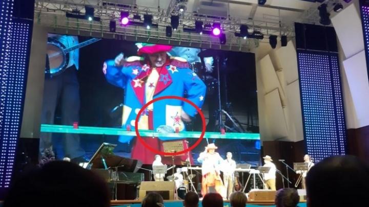 «Фантазия артистов безгранична»: в филармонии рассказали, почему на сцене устроили цирк с крысами и ежихой