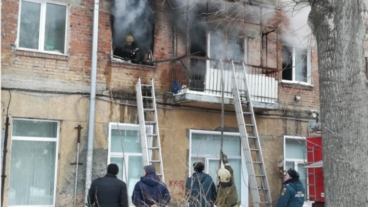 Человек метался в панике: спасатели рассказали подробности пожара в Ленинском районе