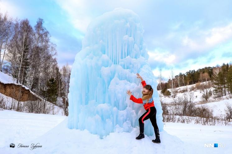 Двухметровый гейзер вырастает каждую зиму: он окружает фонтанчик, собранный из местечковых родников
