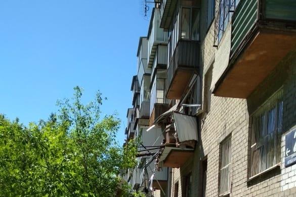Балкон — в клочья: в квартире дома в Челябинске произошёл взрыв