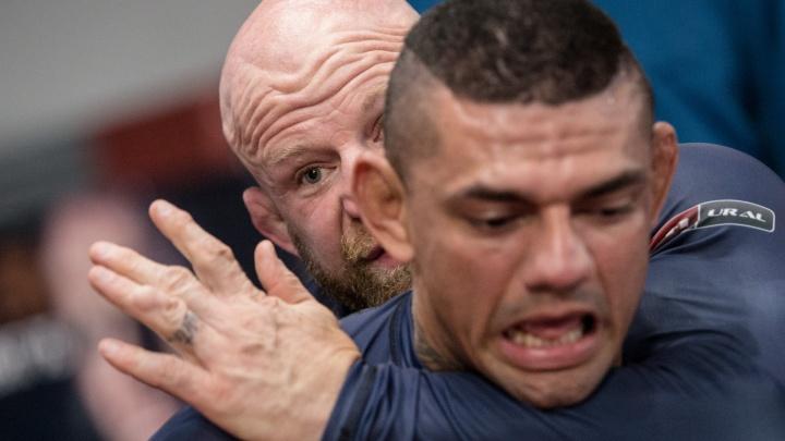 Брутальный и забитый: Джефф Монсон показал челябинцам, как правильно душить людей