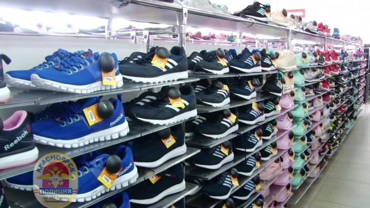 Две тысячи поддельных кроссовок и джинсов изъяли из ТЦ «Мави»