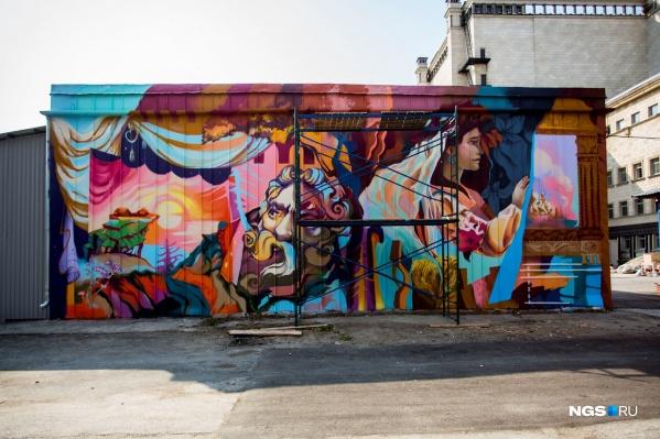 Граффити можно увидеть за оперным театром со стороны улицы Орджоникидзе