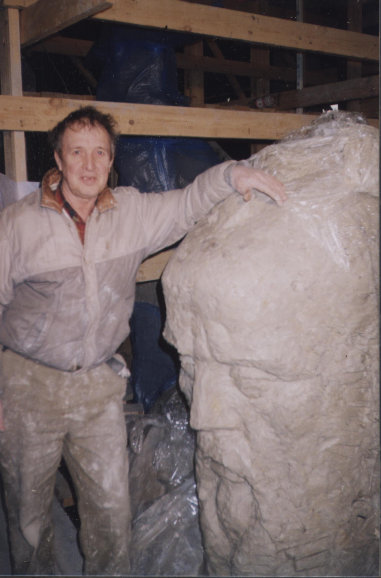 Форматор Анатолий Старыгин, он же работал над созданием памятника Татищеву и Де Геннину,  мы рассказывали об этом подробно