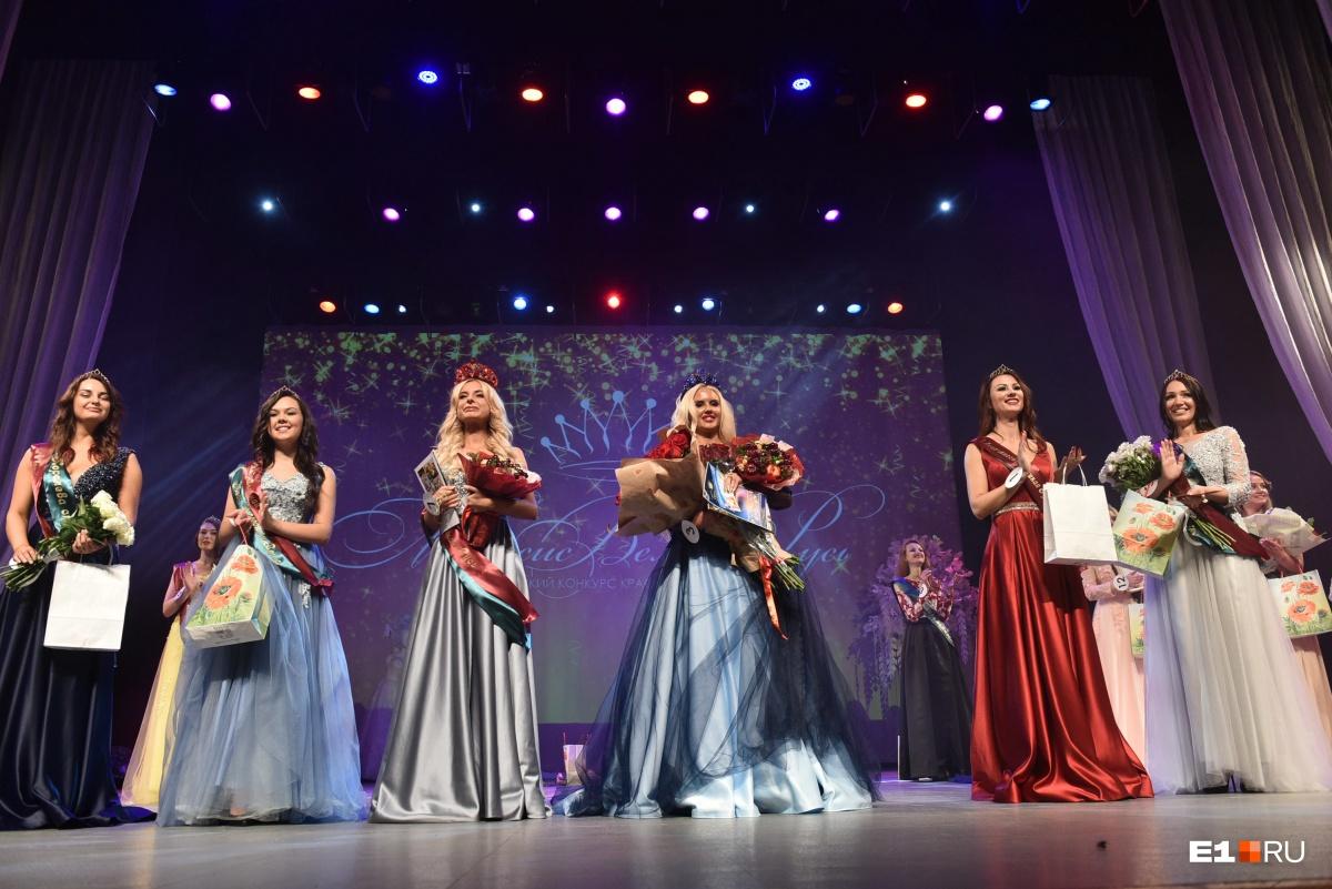 Победительницы конкурса, а также первая и вторая мисс и вице-мисс