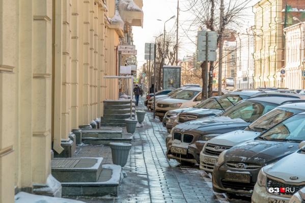 Улица Куйбышева попадет в эксперимент с платными парковками