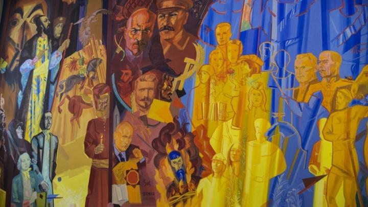 Селфи с Путиным и Сталиным: стену челябинского института расписали портретами исторических личностей