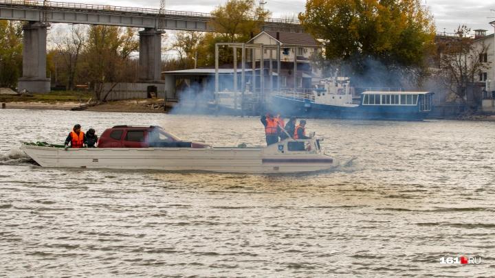 Плавающие транспортеры и 120 машин: фоторепортаж о спасении автомобилей с Зеленого острова