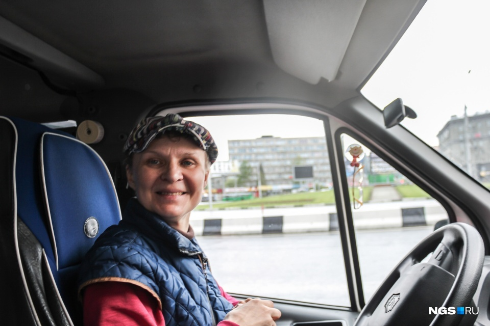 Несмотря на то что Ольга работает много лет, пассажиры до сих пор удивляются, что за рулём женщина