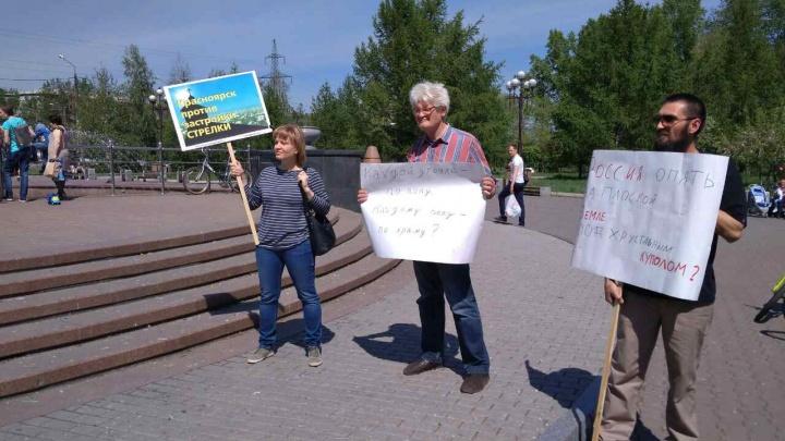 Сотни красноярцев вышли на митинг против строительства храма на «Стрелке»