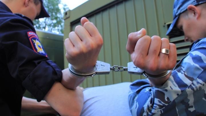Пятеро полицейских из Плесецкого и Онежского районов ответят в суде за избиение задержанного