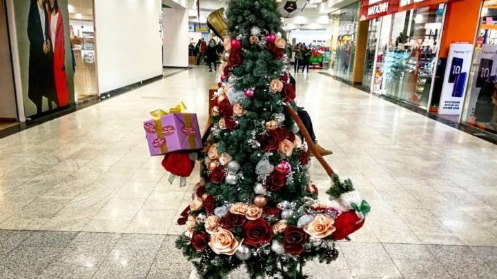 «Наша ёлка лучше»: смотрим, как красноярцы украсили к Новому году свои рабочие места
