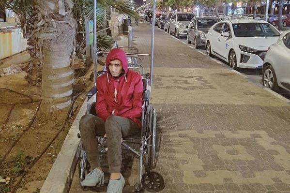 Прогулка к морю в инвалидном кресле оказалась для Марселя серьезным испытанием
