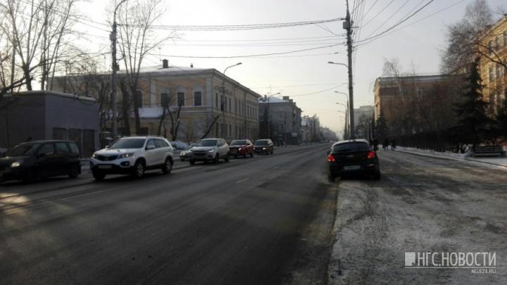 Красноярцы решили выйти на запрещенный митинг против «чёрного неба»: к организаторам явилась полиция