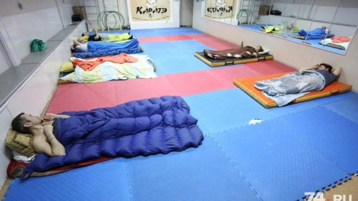 «Директор пока не уволен»: власти назвали варианты для прекращения голодовки в спортшколе «Конас»