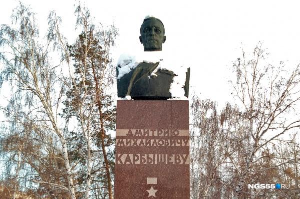 Память о генерале Карбышеве в современной России охраняют очень энергично. Многие считают, что шутки здесь недопустимы